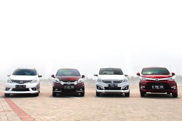 20151109_081046_Honda_Mobilio_Vs_Suzuki_Ertiga_Vs_Toyota_Avanza_Veloz_Vs_Nissan_Grand_livina_Lead-04