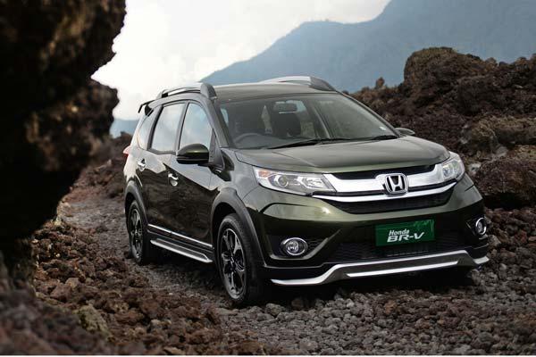20160507_042145_Honda-BR-V-Raih-Penjualan-4.536-Unit-Bulan-April-2016